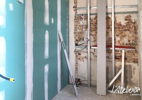 Rénover une salle d'eau à la décoration datée - Brico Privé