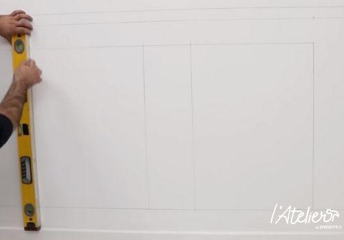 Poser des moulures décoratives pour créer un style haussmannien - Brico Privé