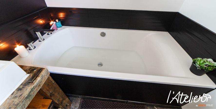 salle de bain moderne et épurée